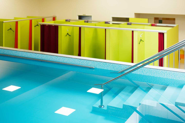 Salle de Fitness et Musculation haut de gamme avec Piscine par Frédérique Bargeas