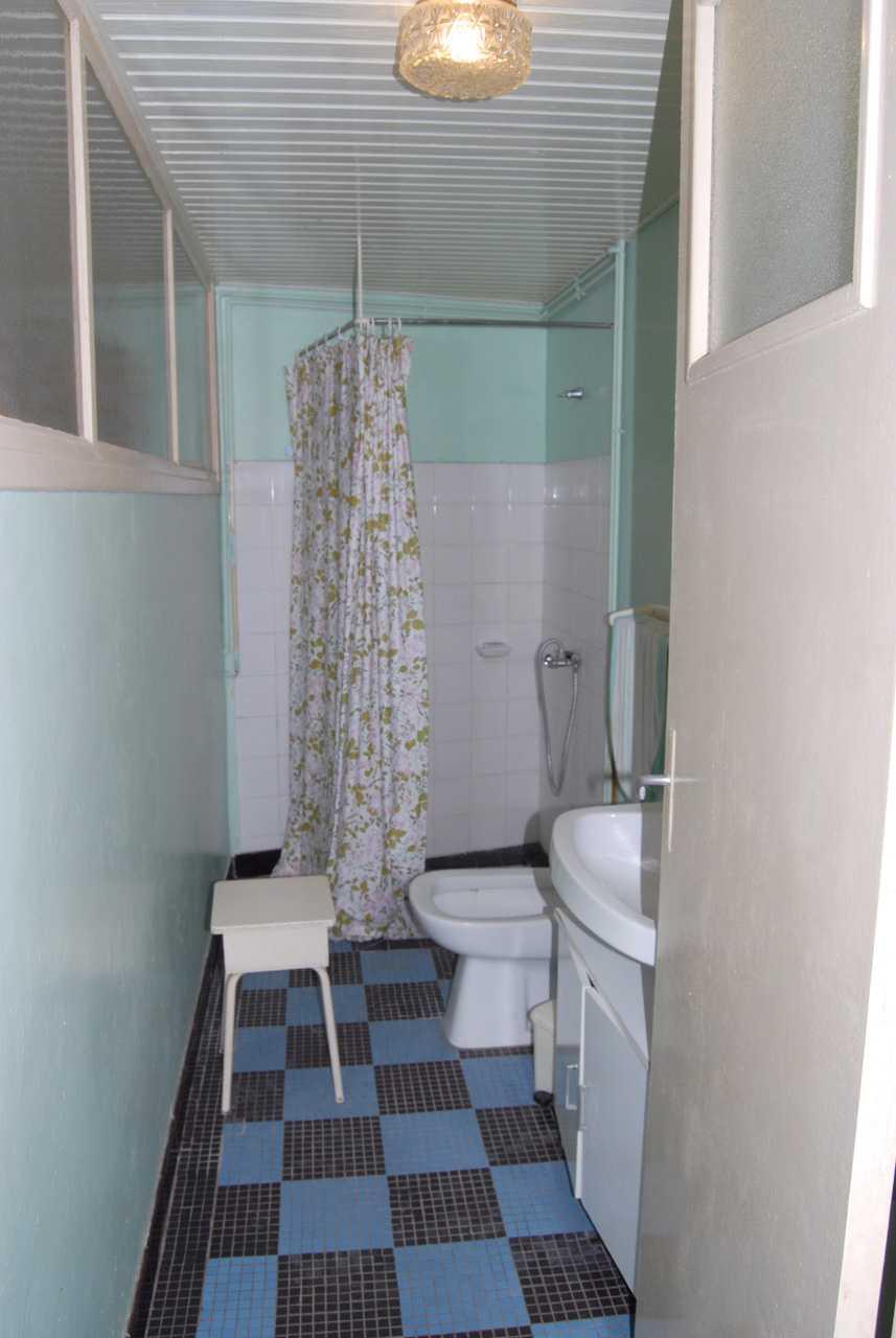 Salle de bain avant rénovation par Frédérique Bargeas