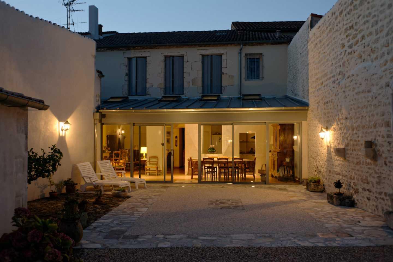 Extension d'une maison avec terrasse affleurante pour personnes handicapées par Frédérique Bargeas