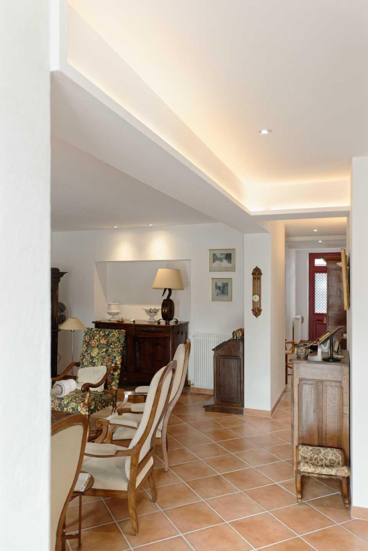 Architure intérieure contemporaine avec mise en valeur du mobilier ancien par architecte intérieur Frédérique Bargeas
