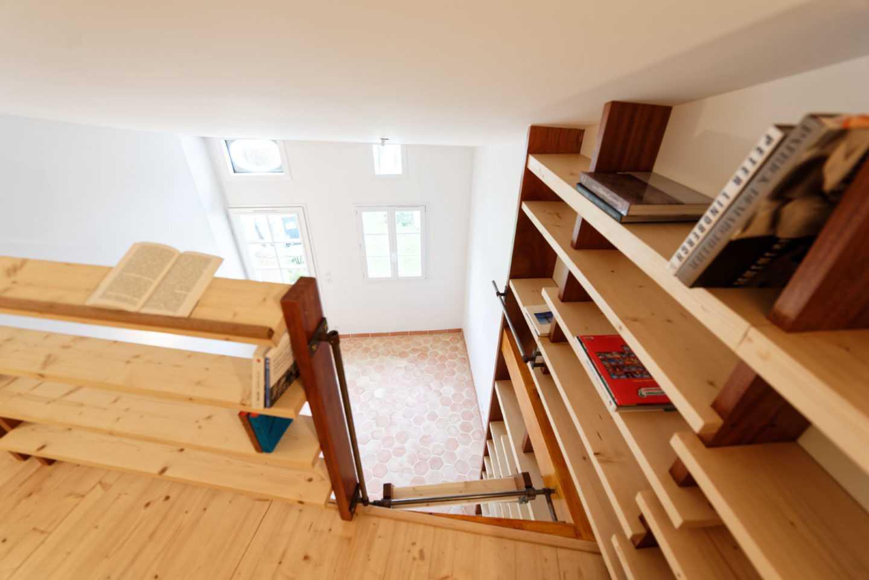 Création bibliothèque en mezzanine par Frédérique Bargeas