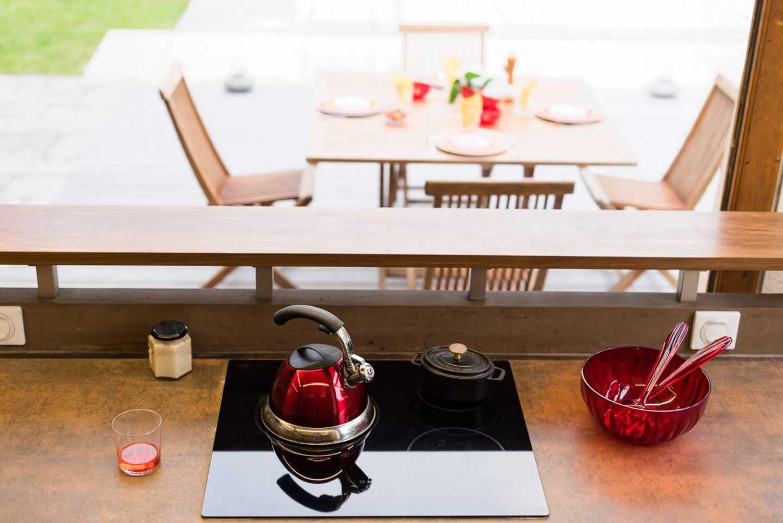 Plaque de cuisson induction et plan de travail en céramique par Frédérique Bargeas