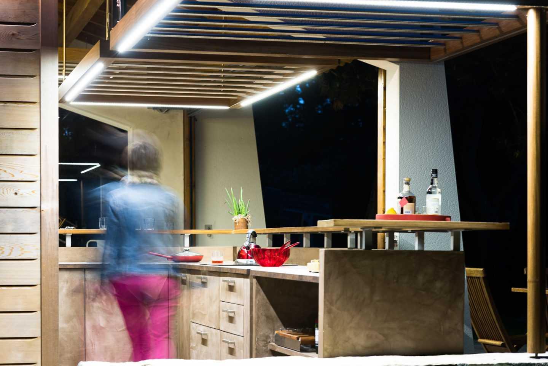 Vue de l'arrière du bar, éclairage Leds dans les faux plafonds