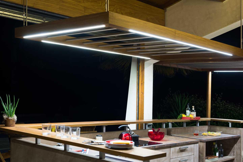 Eclairages Leds intégrés aux faux plafonds et plan de travail en céramique par © Frédérique Bargeas Architecte d'intérieur Charente Maritime Royan La Rochelle Rochefort Saintes